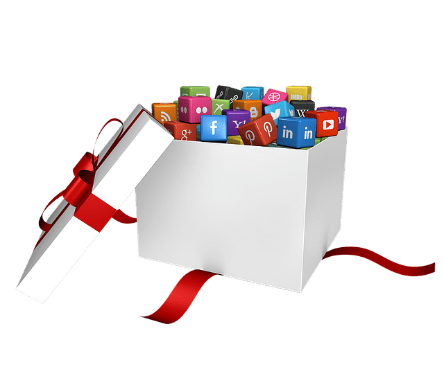 4 Tips for Using Social Media During the Holidays